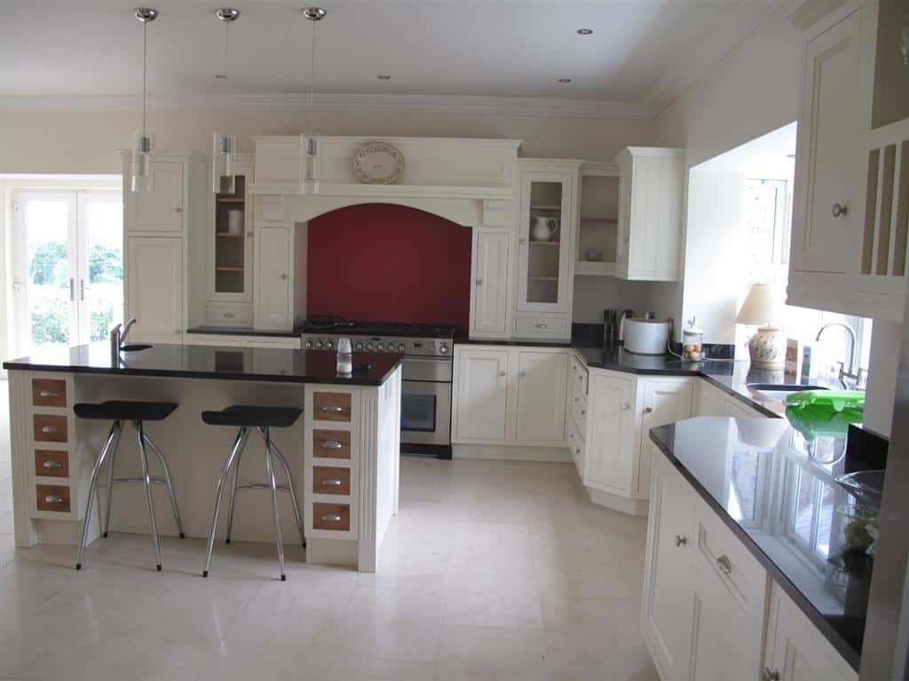Kitchen Floor in Cream Marble