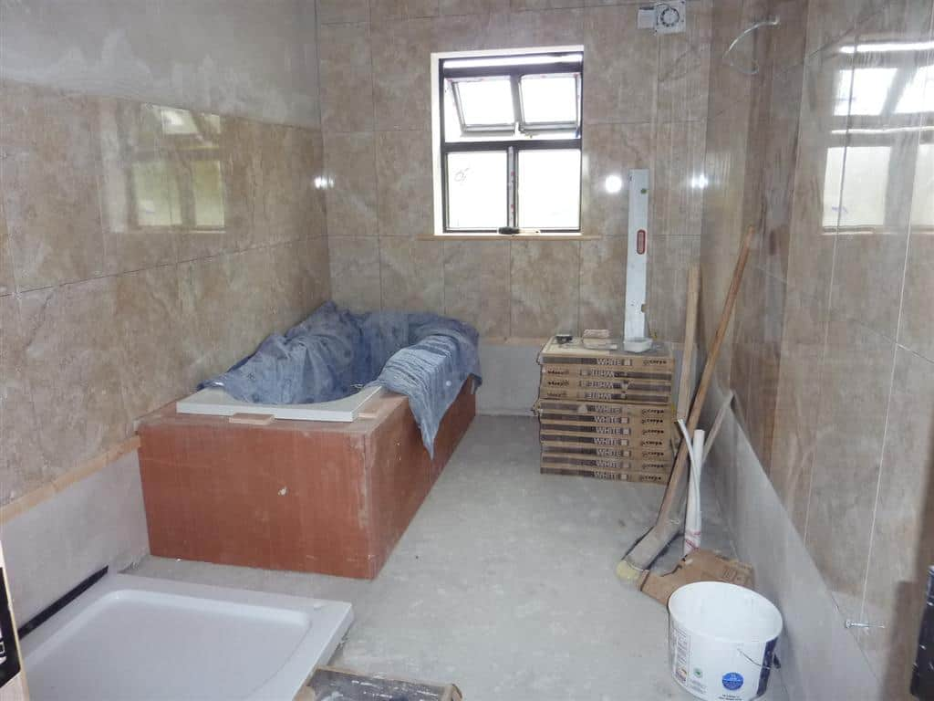 Boxing in & tiling around a bath
