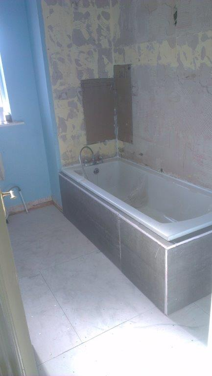 6. Boxing the bath & fitting concrete boards on the floor